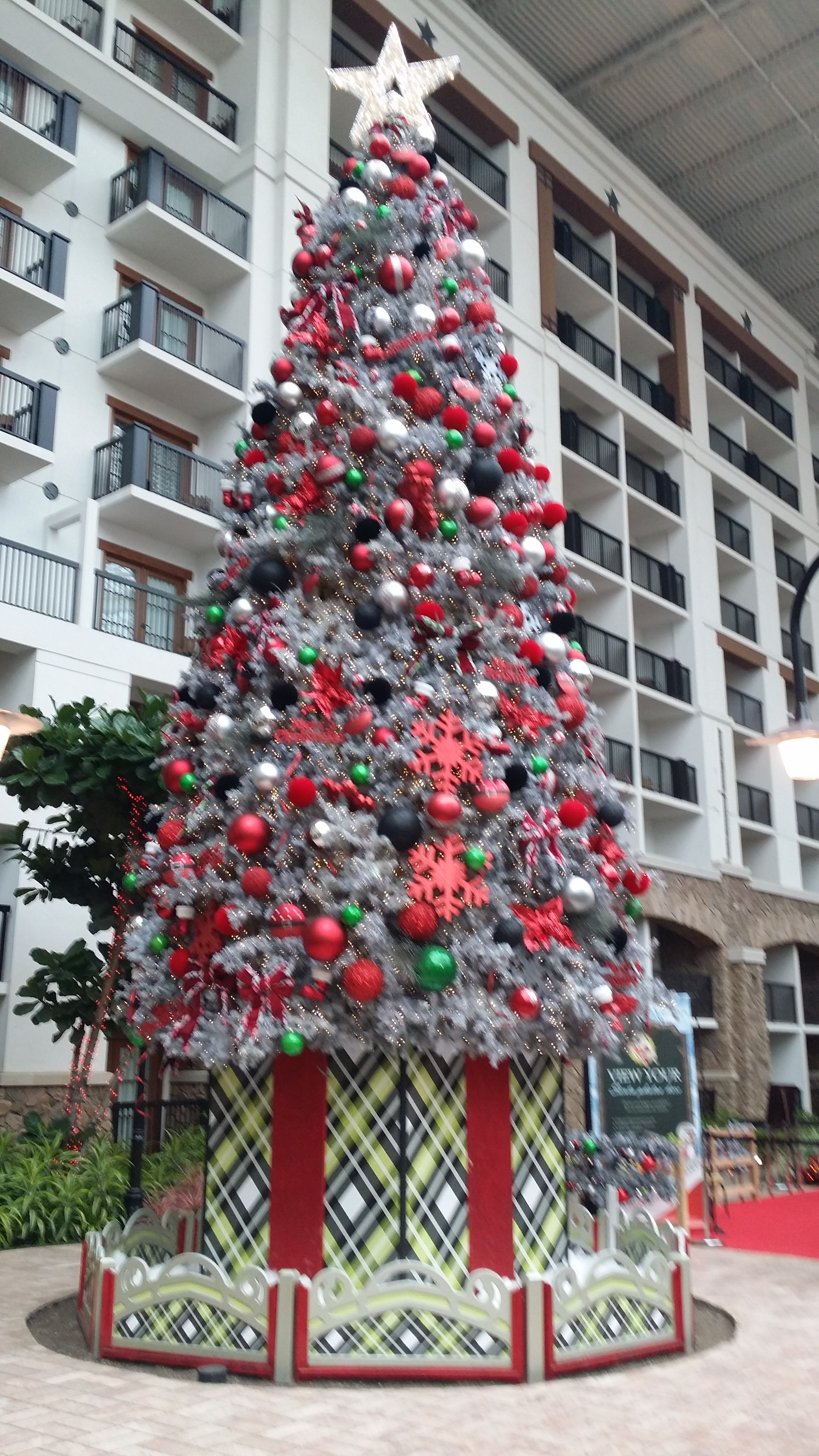 grapevine - the christmas capital of texas — the travel voicebecky