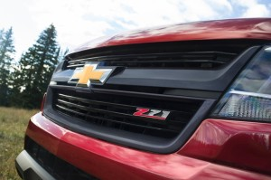 2015-Chevrolet-ColoradoZ71-020-medium