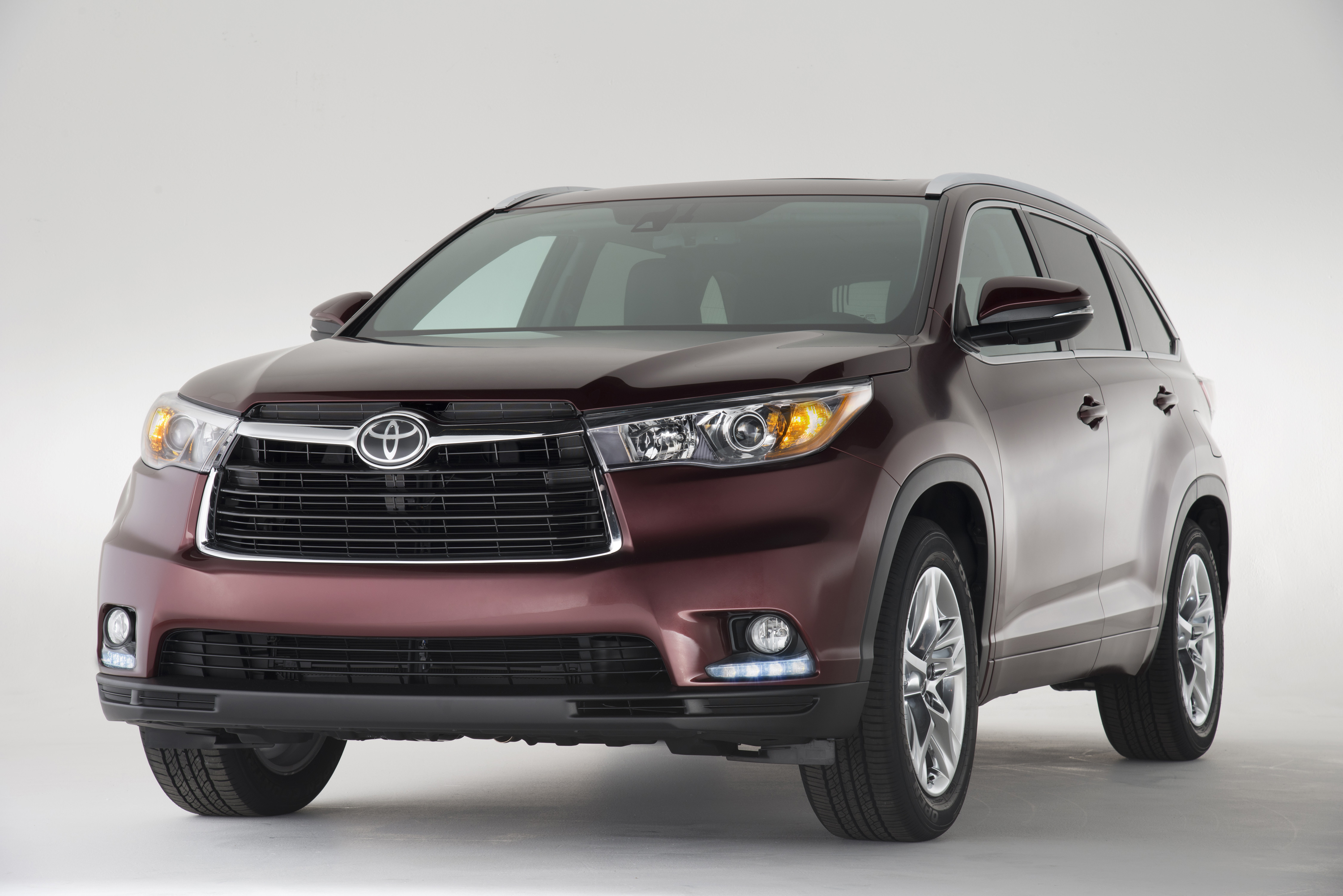 five fabulous and family friendly 2015 toyota highlander attributes the travel voice by becky. Black Bedroom Furniture Sets. Home Design Ideas